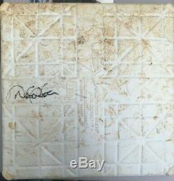 Derek Jeter A Signé Jeu Utilisé Yankees Stadium Base De Steiner Autographes Authentic